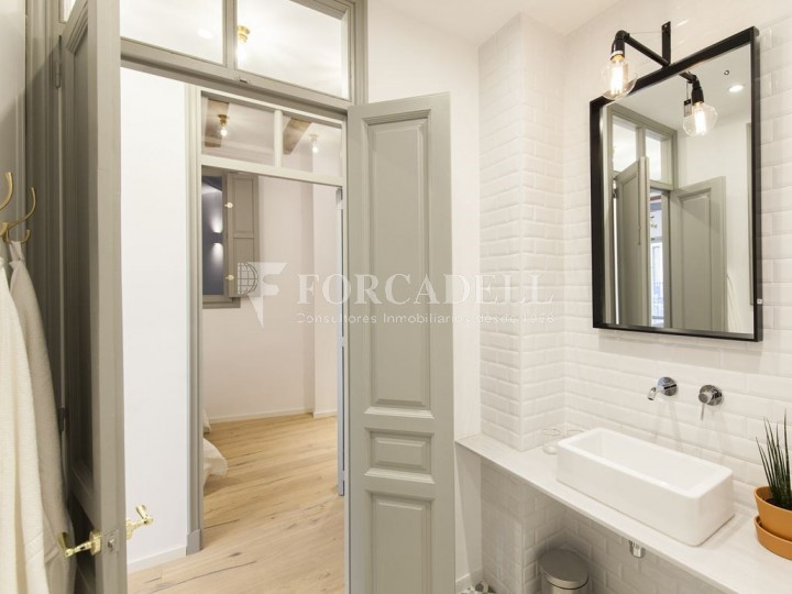 Apartment for sale of 88m² according to cadastre in the Born district of Barcelona. 7