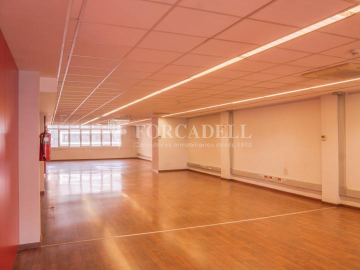 Oficina exterior i lluminosa en lloguer o venda. Gran Via de les Corts Catalanes. Barcelona #12