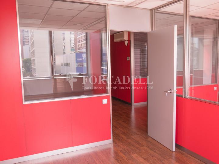 Oficina exterior i lluminosa en lloguer o venda. Gran Via de les Corts Catalanes. Barcelona #6