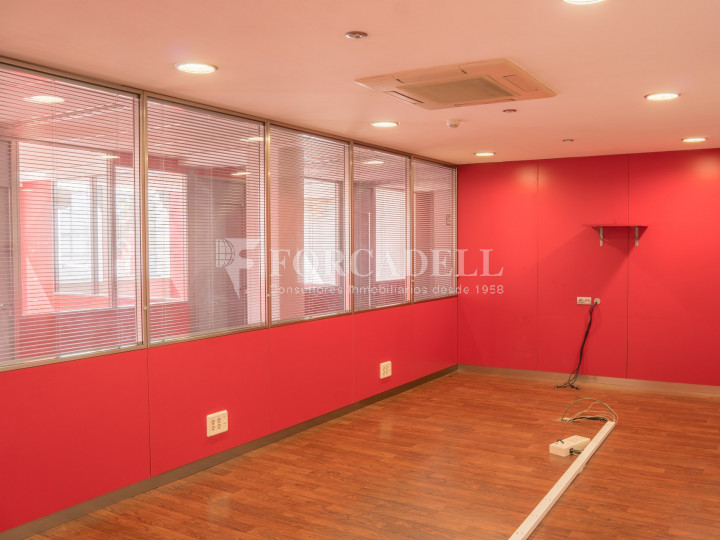 Oficina exterior i lluminosa en lloguer o venda. Gran Via de les Corts Catalanes. Barcelona #7