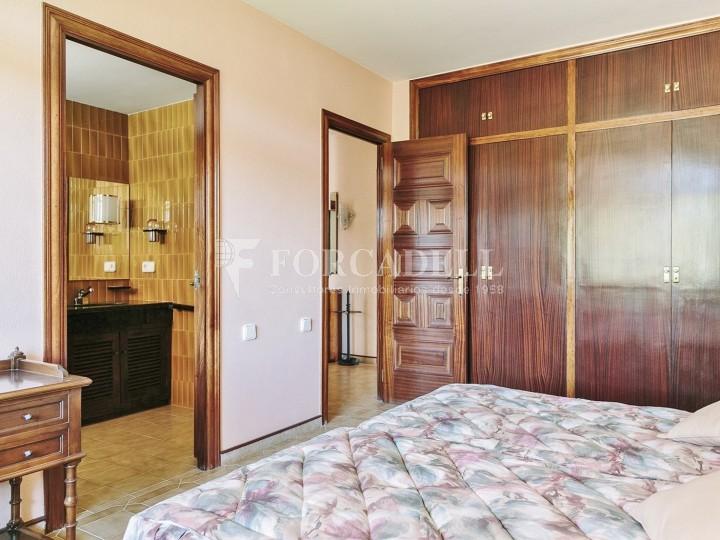Casa con terreno anexo con árboles frutales, en la comarca de La Selva. Girona.  24