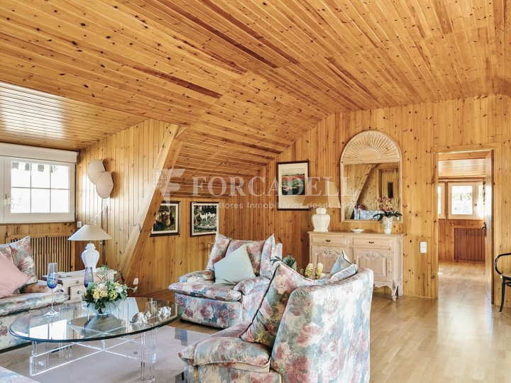 Casa con terreno anexo con árboles frutales, en la comarca de La Selva. Girona.  35