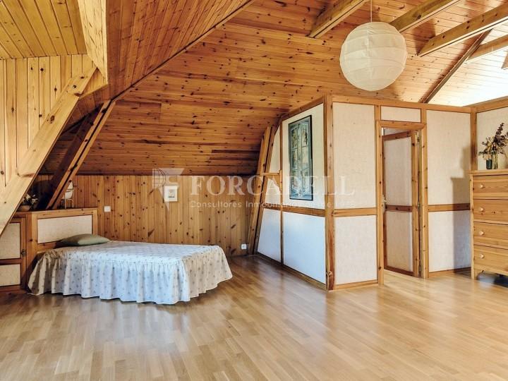 Casa con terreno anexo con árboles frutales, en la comarca de La Selva. Girona.  42
