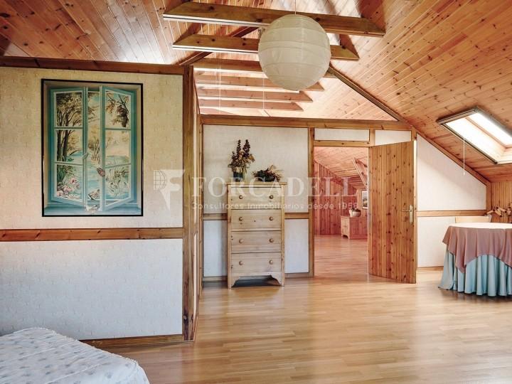 Casa con terreno anexo con árboles frutales, en la comarca de La Selva. Girona.  45