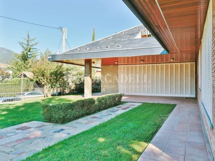 Casa con terreno anexo con árboles frutales, en la comarca de La Selva. Girona.  6