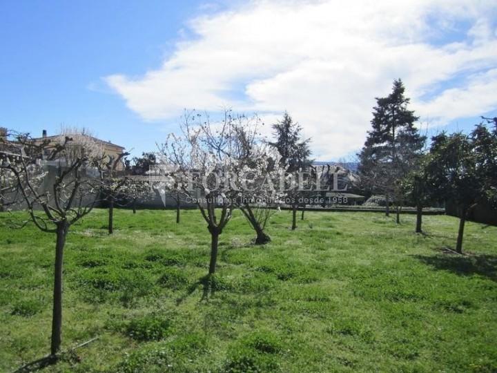 Casa con terreno anexo con árboles frutales, en la comarca de La Selva. Girona.  68