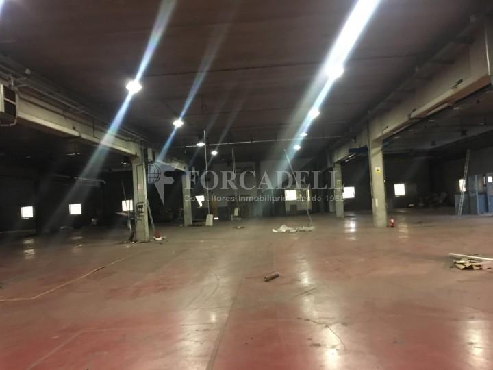 Nau industrial en venda o lloguer d'5.188 m² - Cerdanyola del Vallès, Barcelona. 6