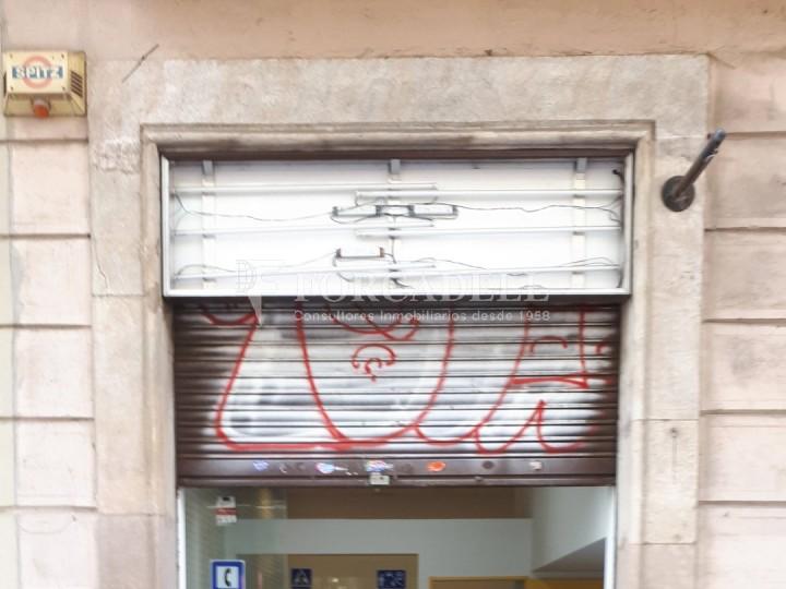 Local en venda al barri de Sant Antoni, situat a Ronda Sant Pau. Barcelona. 10