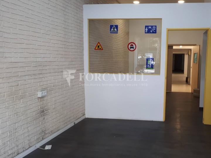 Local en venda al barri de Sant Antoni, situat a Ronda Sant Pau. Barcelona. 11