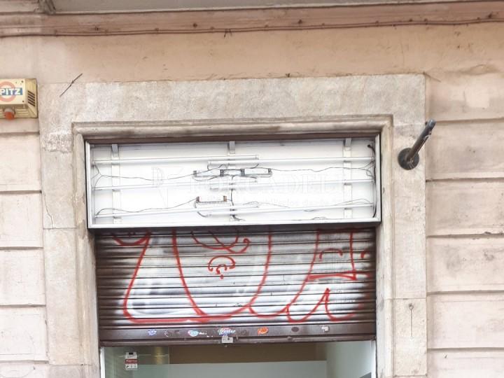 Local en venda al barri de Sant Antoni, situat a Ronda Sant Pau. Barcelona. 12