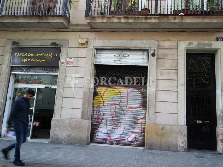 Local en venda al barri de Sant Antoni, situat a Ronda Sant Pau. Barcelona. 14
