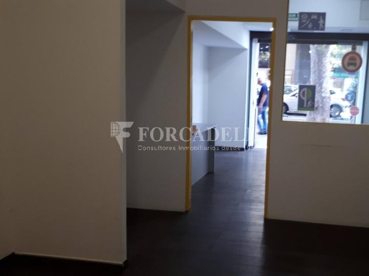 Local en venda al barri de Sant Antoni, situat a Ronda Sant Pau. Barcelona. 3