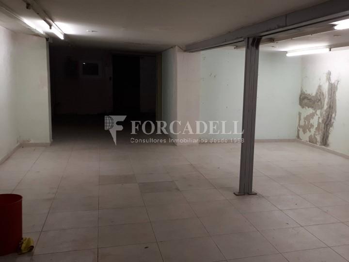 Local en venda al barri de Sant Antoni, situat a Ronda Sant Pau. Barcelona. 6