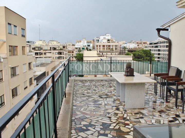 Al centre de Palma, es ven àtic reformat amb terrassa de 50m2.