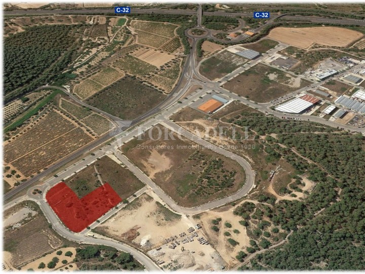 Solar industrial en venda de 3.666 m² - Calafell, Tarragona. 1