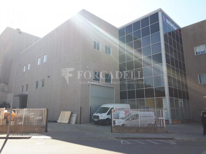 Nave industrial en venta de 1.215 m² - Montcada i Reixach, Barcelona. 1