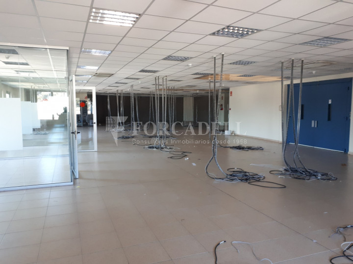 Nave industrial en venta de 1.215 m² - Montcada i Reixach, Barcelona. 4
