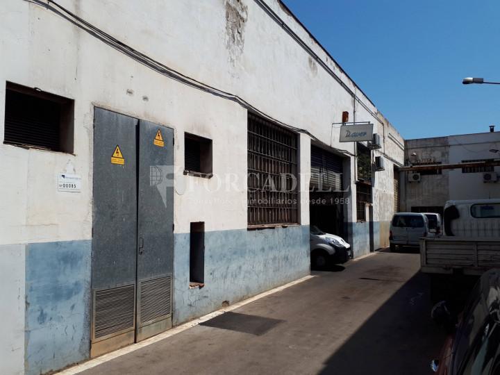 Nau industrial en rendibilitat a Barcelona de 548 m² 2