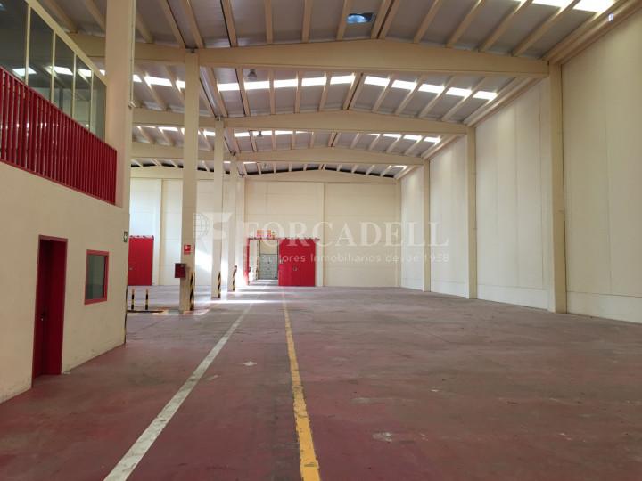 Nau industrial en venda de 2.765 m² - Collbato, Barcelona 2