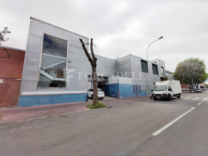 Nave industrial en venta con camaras de frio de 2.117 m² - Mercabarna, Barcelona  1