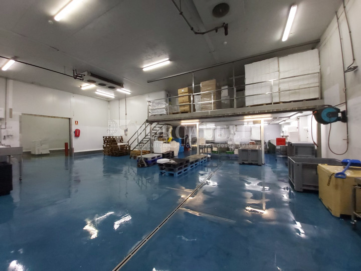 Nave industrial en venta con camaras de frio de 2.117 m² - Mercabarna, Barcelona  3