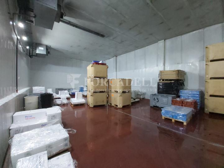Nave industrial en venta con camaras de frio de 2.117 m² - Mercabarna, Barcelona  6