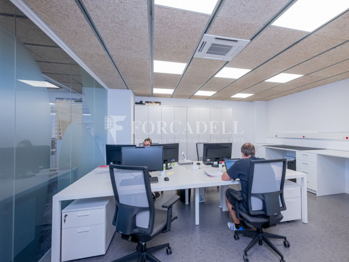 Oficina de nova construcció claud en mà a Cornellà de Llobregat. 10