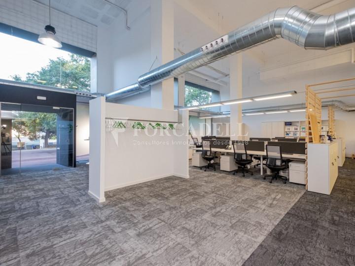 Oficina de nova construcció claud en mà a Cornellà de Llobregat. 4