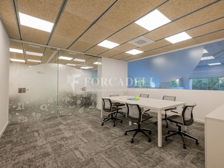 Oficina de nova construcció claud en mà a Cornellà de Llobregat. 5