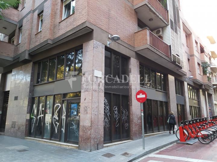Local comercial cantoner situat al districte de Sarrià - Sant Gervasi, al barri Sant Gervasi - Galvany. Barcelona. 1