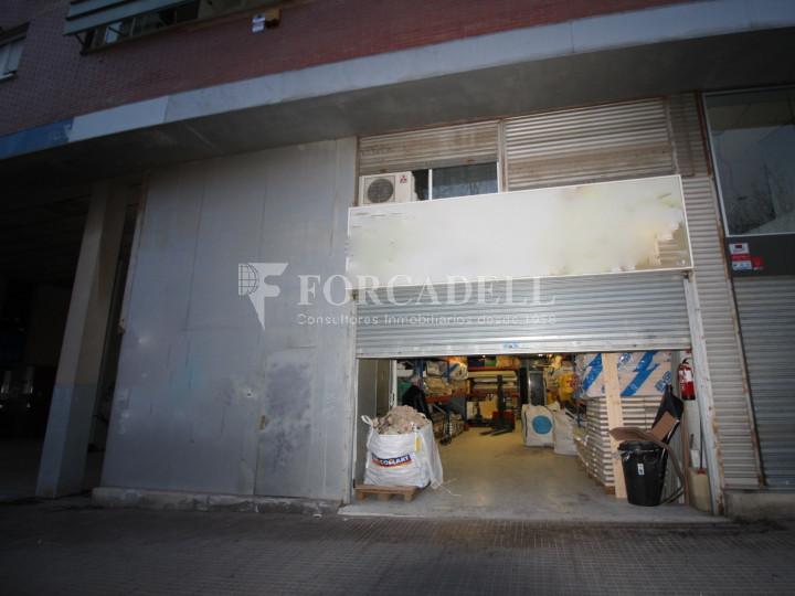 Local comercial cantoner situat a Terrassa. Barcelona. 1