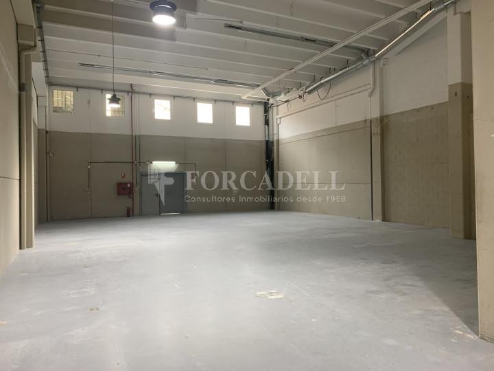Nau industrial en venda o lloguer de 1.495 m² - Barcelona 3