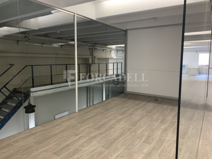 Nau industrial en venda o lloguer de 1.495 m² - Barcelona 7