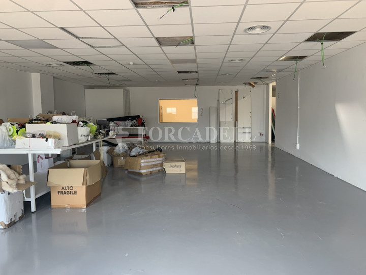 Nau industrial en venda o lloguer de 1.495 m² - Barcelona 9