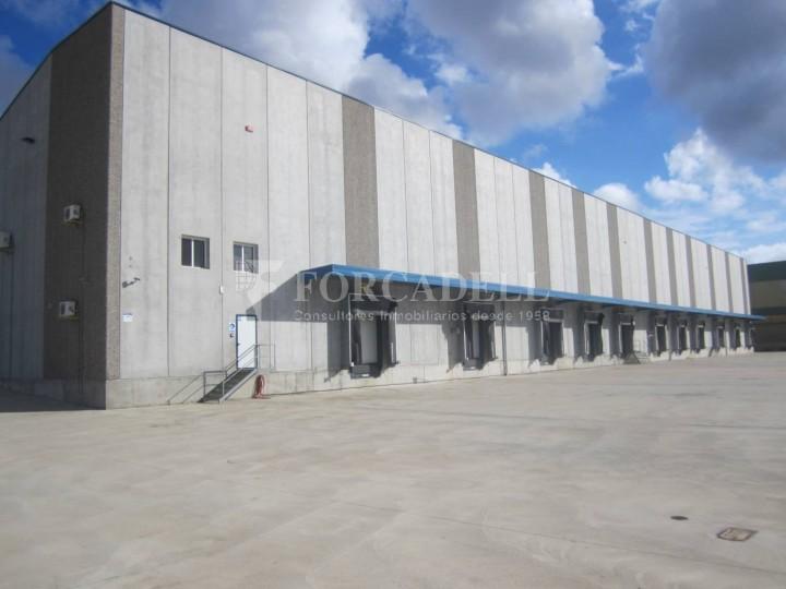 Nave logística - industrial de 9.738  m² en venta o  alquiler - El Pla Santa Maria. Tarragona #1