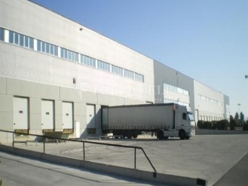 Nau logistica en venda de 2.100 m² - Viladecans. Barcelona
