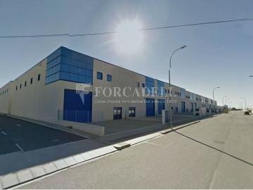 Nau industrial de lloguer de 716 m² - Ripollet, Barcelona.