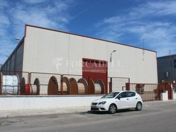 Edificio industrial en venta o alquiler de 3.256 m² - Sant Joan Despi, Barcelona