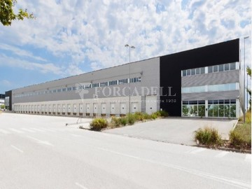 Nau industrial en lloguer de 4.200 m² - Riells i Viabrea, Girona