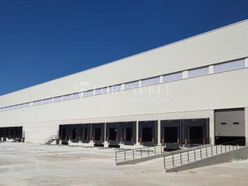 Nave logística - industrial de 9.738  m² en venta o  alquiler - El Pla Santa Maria. Tarragona