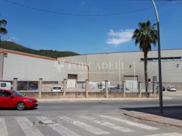 Edificio industrial oficinas de 3.000 m² -  Sant Just Desvern, Barcelona.