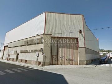 Nau industrial en venda o lloguer d'5.188 m² - Cerdanyola del Vallès, Barcelona.