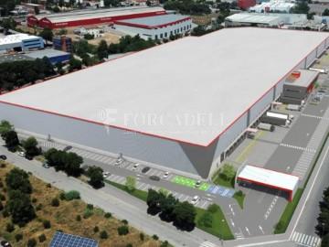 Nave logistica en alquiler de 5.260 m² - Sant Esteve Sesrovires, Barcelona