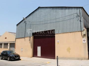Nau industrial en venda de 1.215 m² - Montcada i Reixach, Barcelona.