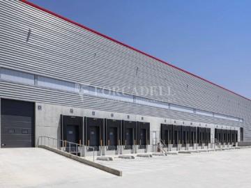 Nau logística en lloguer de 3.945 m² - Santa Perpètua de Mogoda, Barcelona