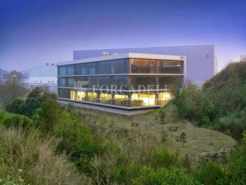 Nave logística en alquiler de 4.922 m² - Prat de Llobregat, Barcelona.