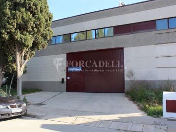 Nave industrial en venta o alquiler de 1.277 m² - Barberà del Vallès, Barcelona.