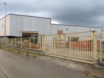 Nave industrial en venta de 1.215 m² - Montcada i Reixach, Barcelona.