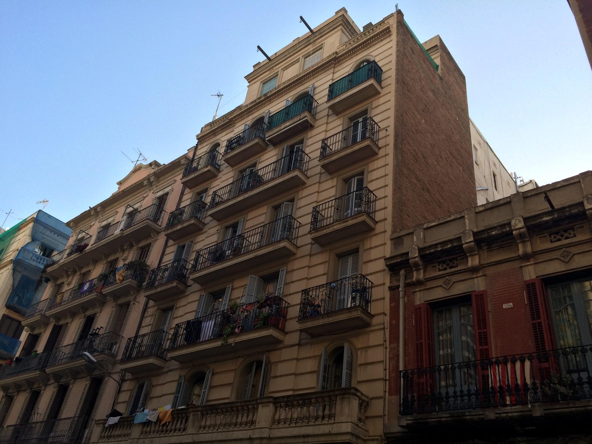 Piso de alquiler de 3 hab ba o y cocina en sants for Busco piso alquiler barcelona