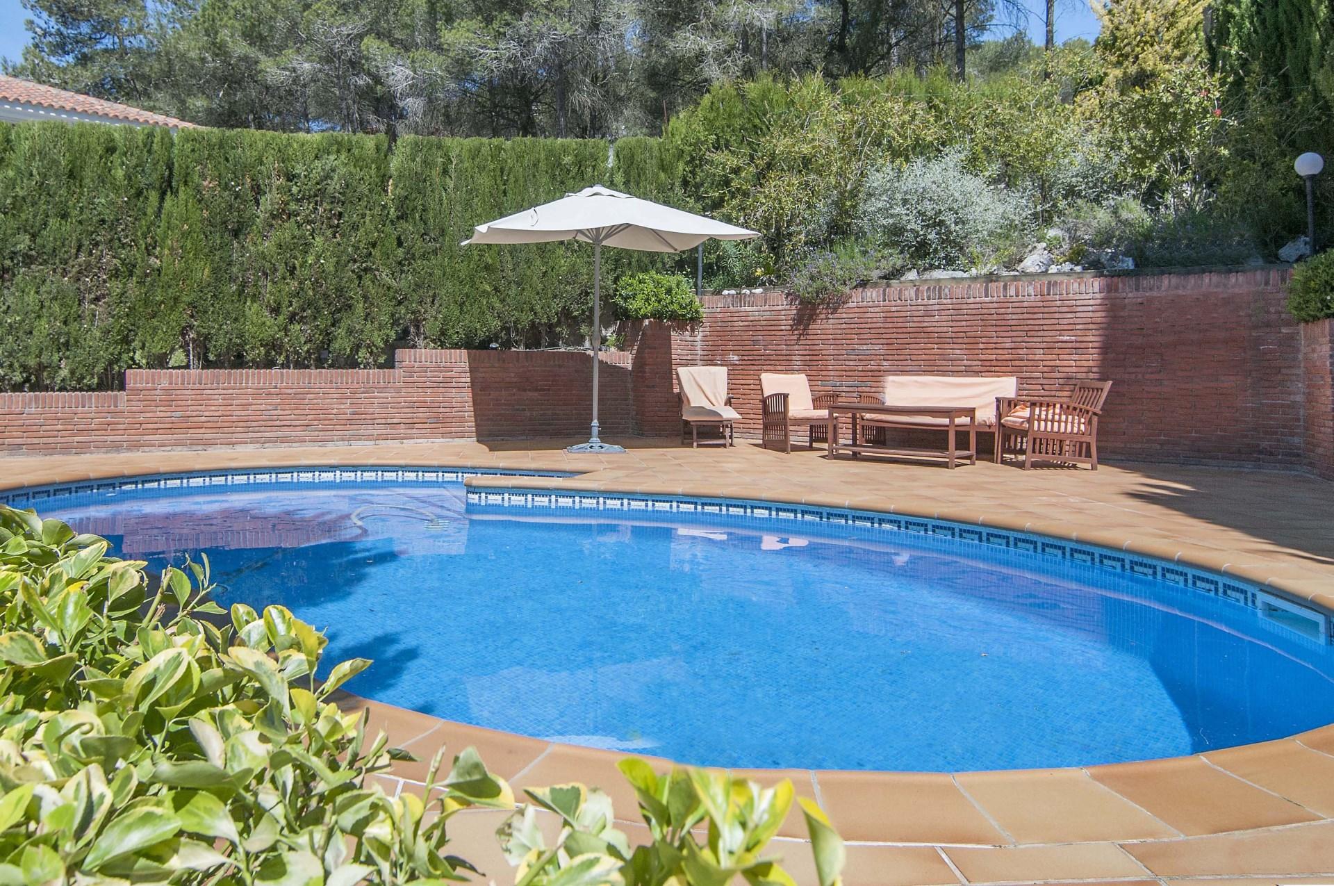 Casa en venta a 4 vientos con piscina en begues barcelona for Casas con piscina barcelona